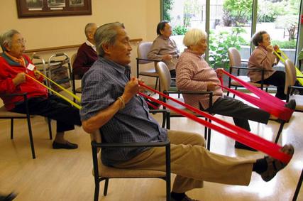 Sesión grupal de Terapia Ocupacional con adultos mayores