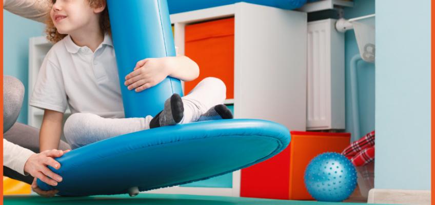 Niño en columpio de integración sensorial